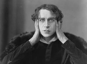 Ingolf_Schanche_as_Hamlet_1920
